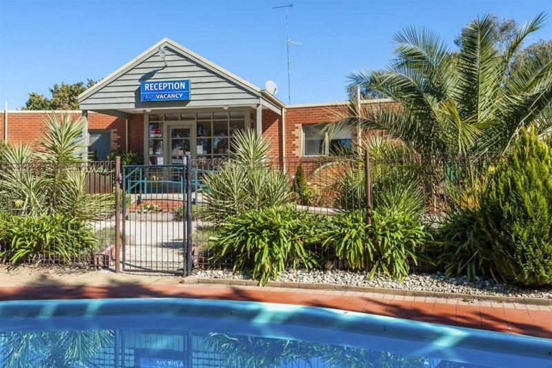 COMFORT INN COACH AND BUSHMANS - eAccommodation