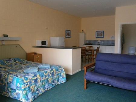 Penguin Holiday Apartments - eAccommodation