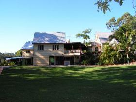 Glasshouse Mountains Ecolodge - eAccommodation