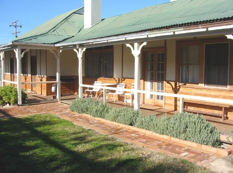 Gundagai Historic Cottages Bed and Breakfast - eAccommodation