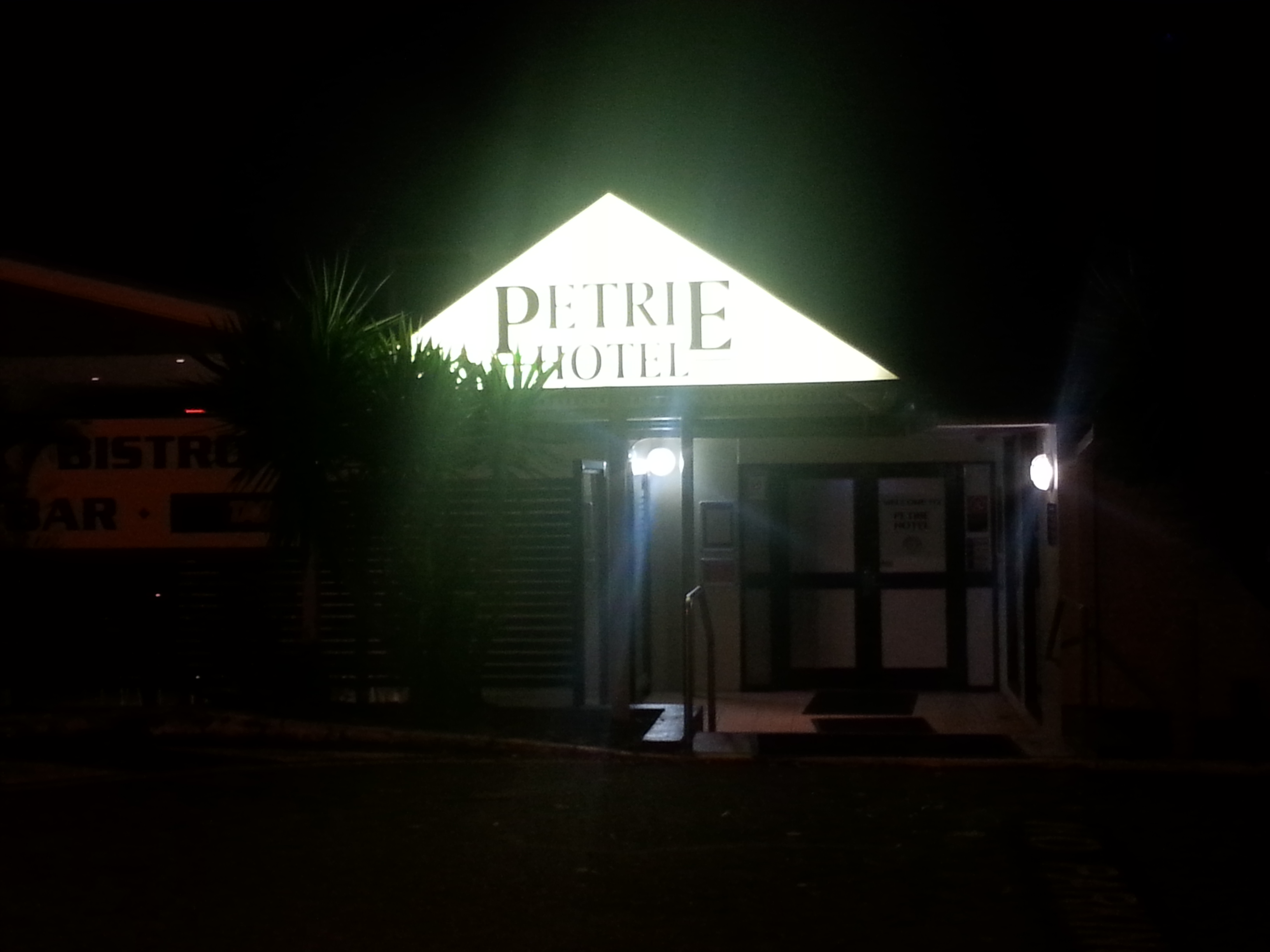 Petrie Hotel - eAccommodation