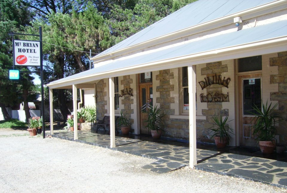 Mount Bryan Hotel - eAccommodation
