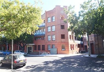 Ryals Serviced Apartments Camperdown - eAccommodation