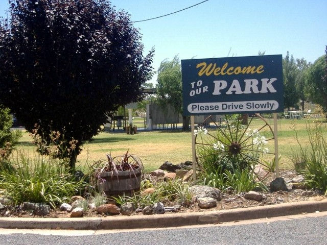 Country Club Caravan Park - eAccommodation