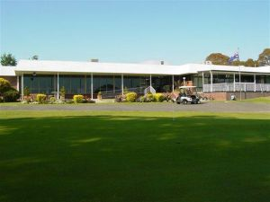 Tenterfield Golf Club and Fairways Lodge - eAccommodation