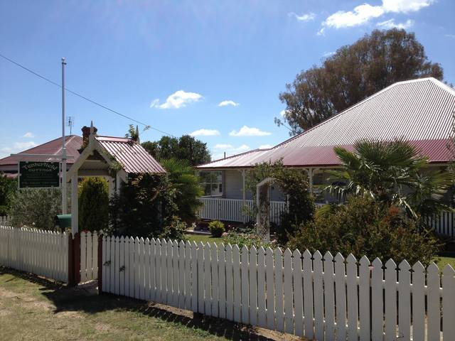 Tenterfield Luxury Historic c1895 Cottage - eAccommodation