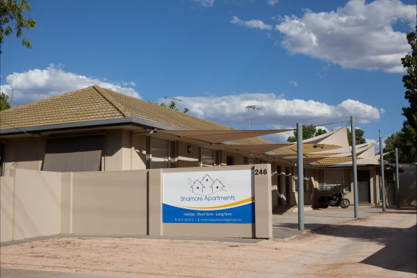Shamore Apartments - Walnut