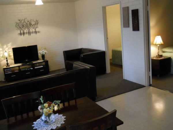 BJs Short Stay Apartments - eAccommodation
