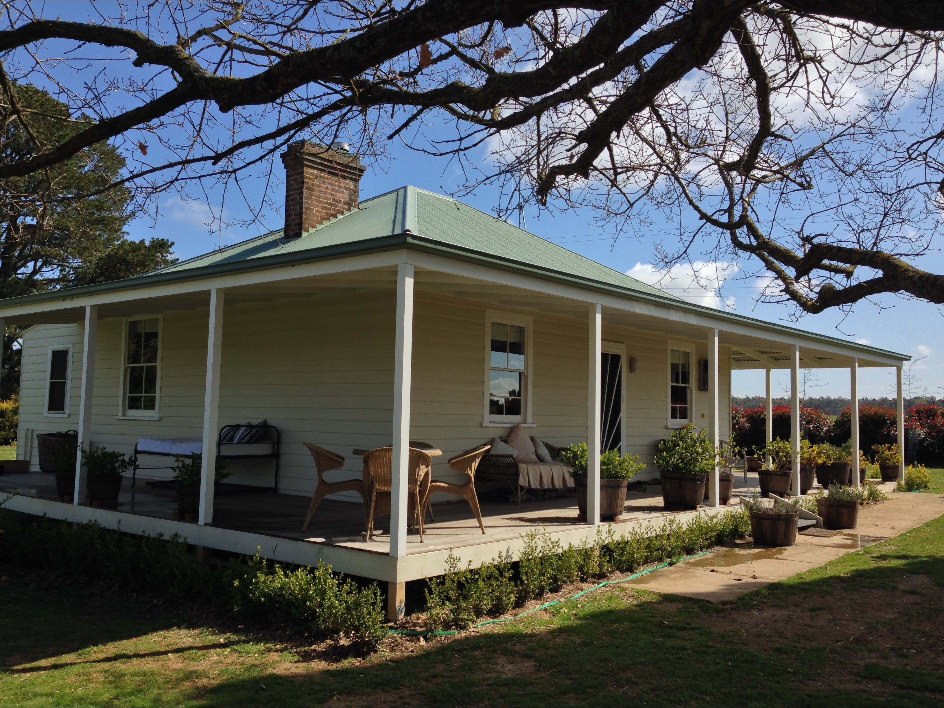 Crookwell Farmhouse - eAccommodation