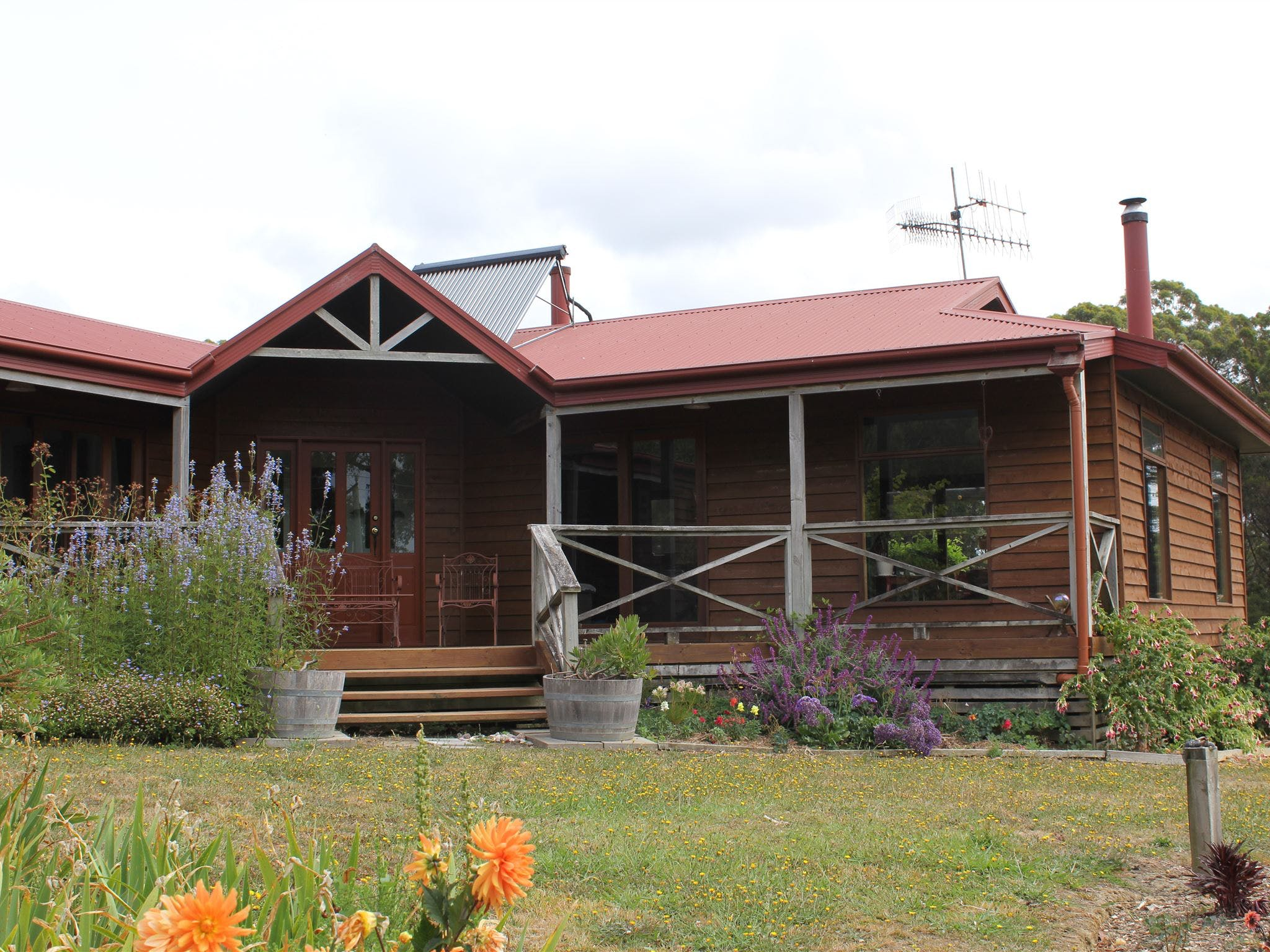 Eagle's Roost Farmstay BB - eAccommodation