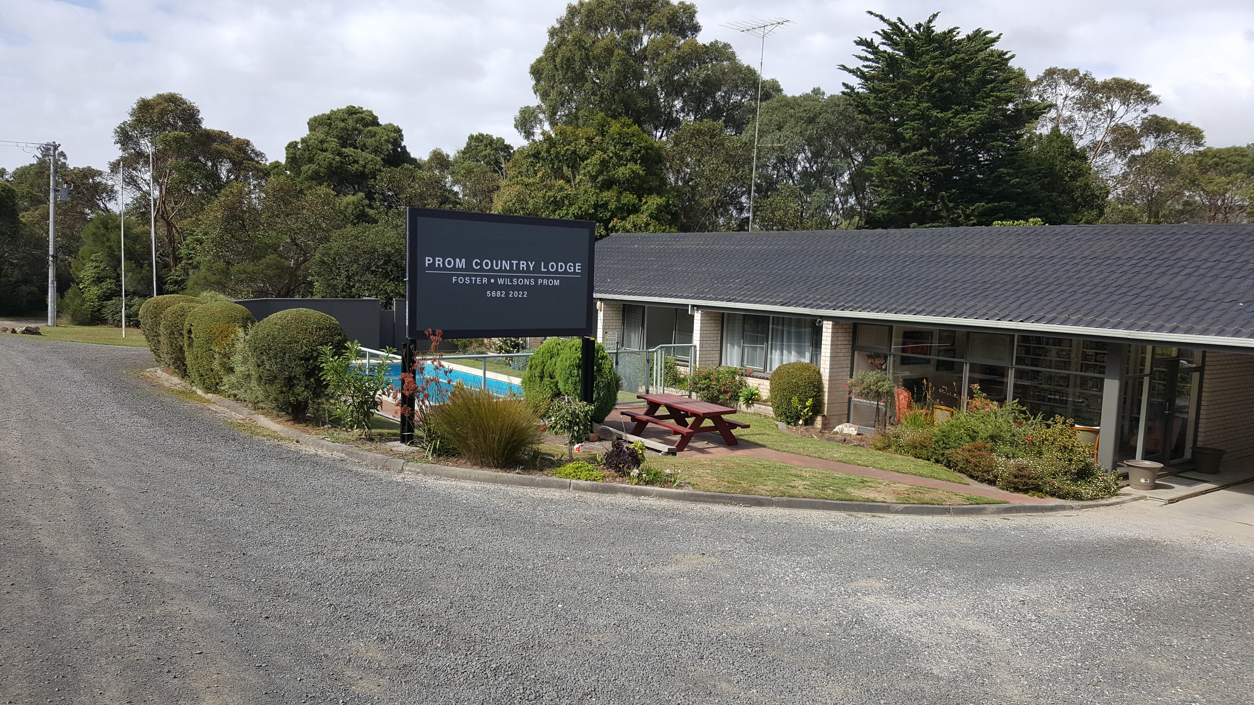 Prom Country Lodge - eAccommodation