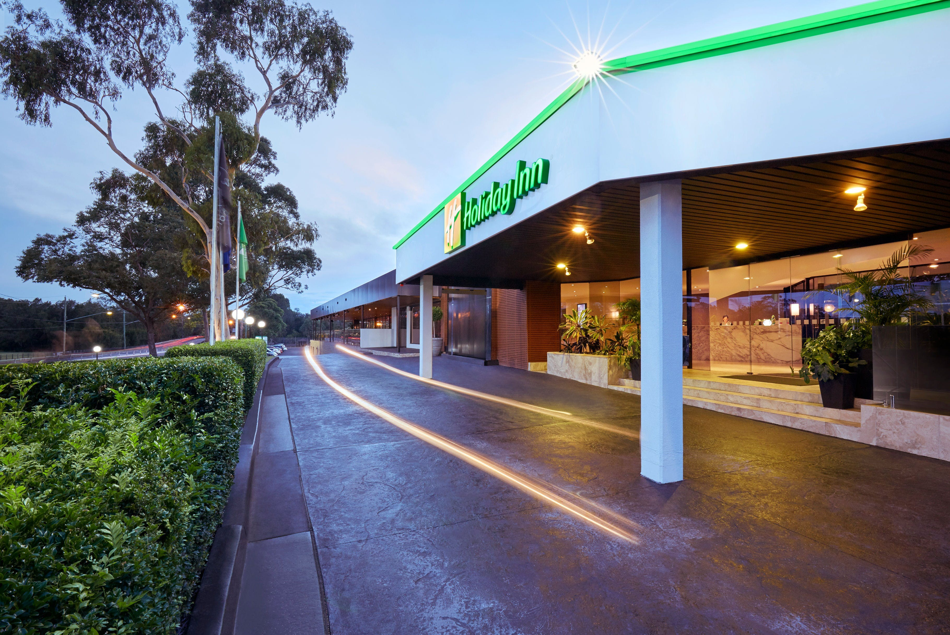 Holiday Inn Warwick Farm - eAccommodation