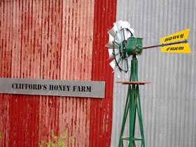 Clifford's Honey Farm - eAccommodation