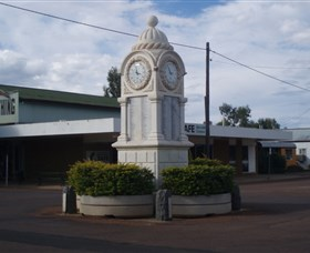 Barcaldine War Memorial Clock - eAccommodation