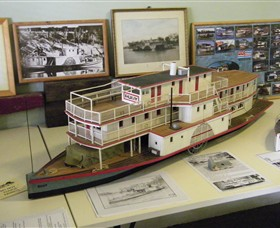 Wentworth Model Paddlesteamer Display - eAccommodation