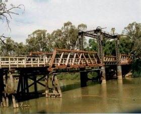 Swan Hill - Murray River Road Bridge - eAccommodation