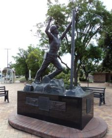 Miners Memorial Statue - eAccommodation