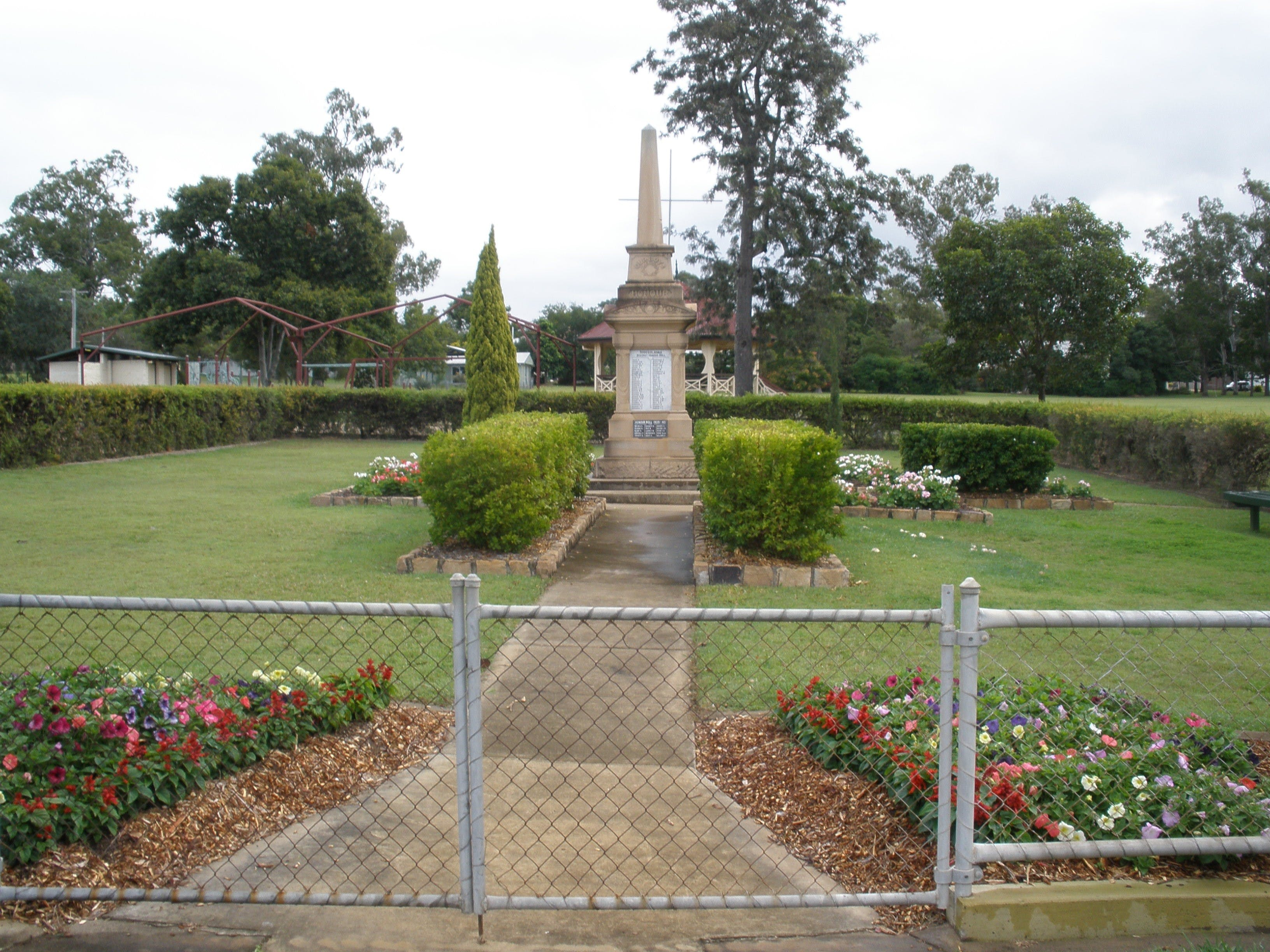 McConnell Park and Toogoolawah War Memorial - eAccommodation