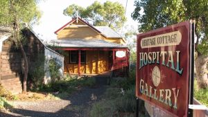 Lightning Ridge Heritage Cottage - eAccommodation