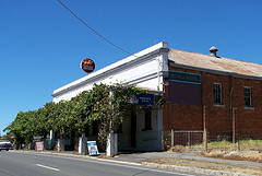Red Hill Hotel - eAccommodation