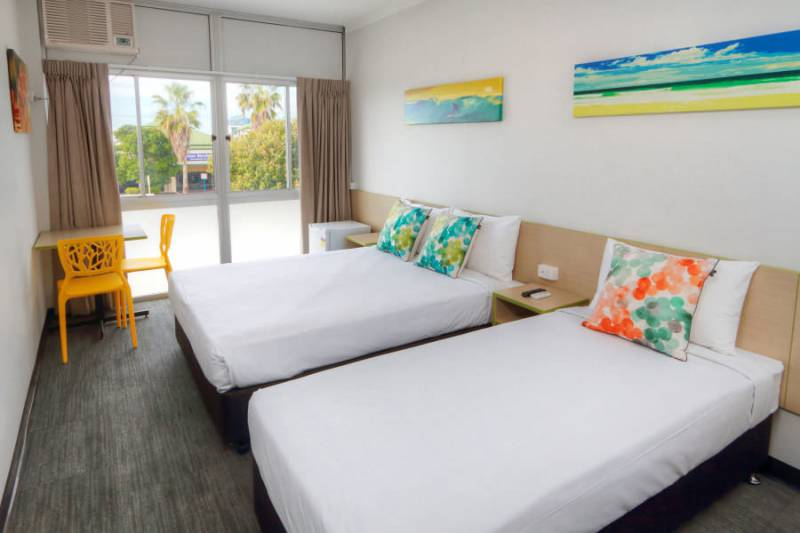 Palm Beach Hotel - eAccommodation
