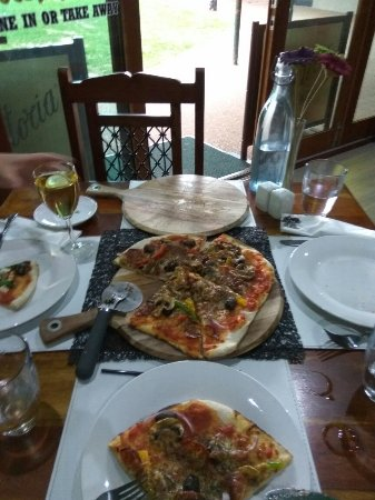 Eildon Woodfire Pizza - eAccommodation