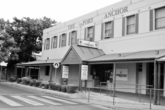 The Port Anchor Hotel - eAccommodation