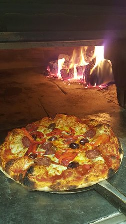 Capitani's Wood Fired Pizzeria - eAccommodation