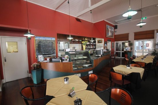Henry's Cafe and Restaurant - eAccommodation