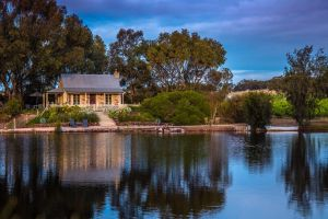 Stonewell Cottages and Vineyards - eAccommodation