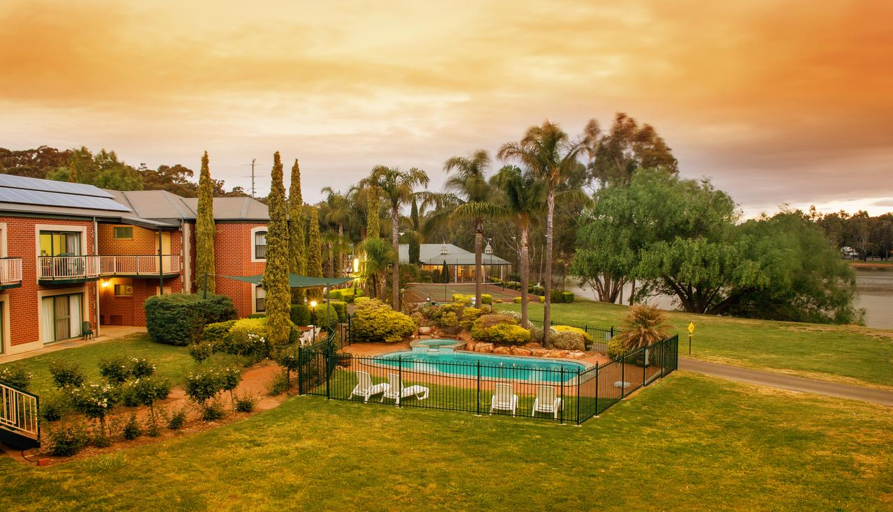 Clare Country Club - eAccommodation