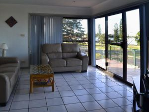 Oxley 8 at Tuncurry - eAccommodation
