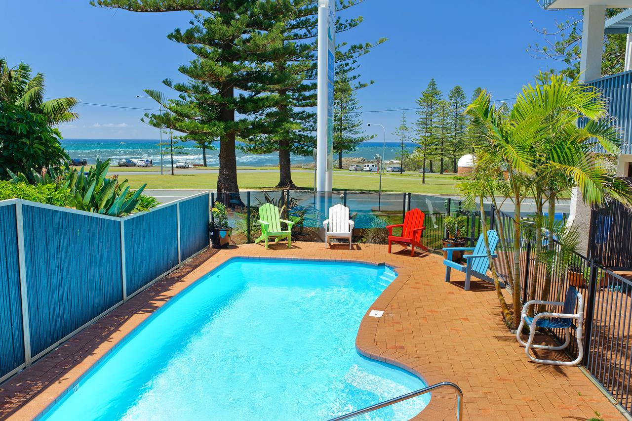 Beach House Holiday Apartments - eAccommodation
