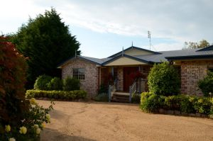 Brick Creek House - eAccommodation