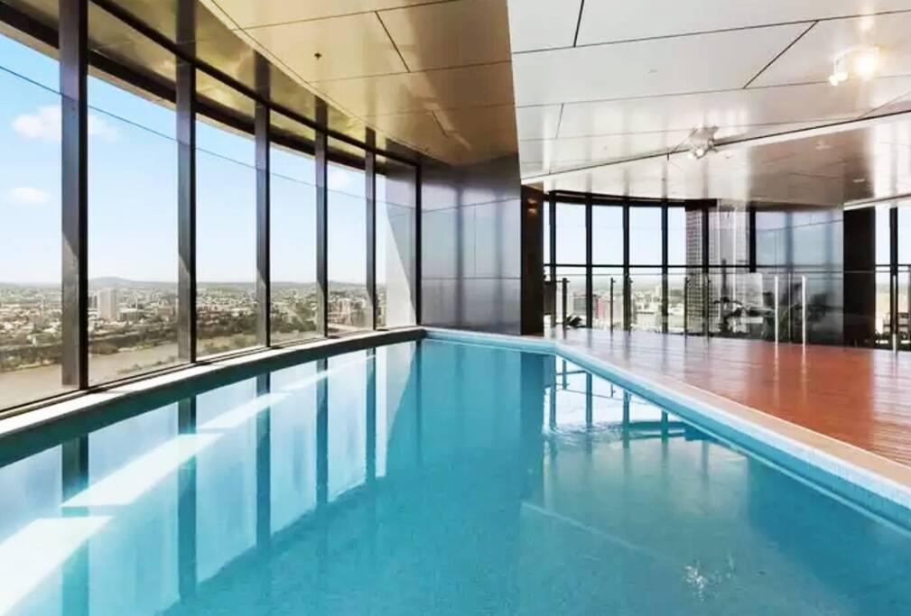 Brisbane Centre With Glorious Views & Pool - eAccommodation