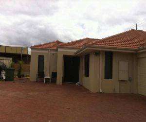 House close to airport - eAccommodation