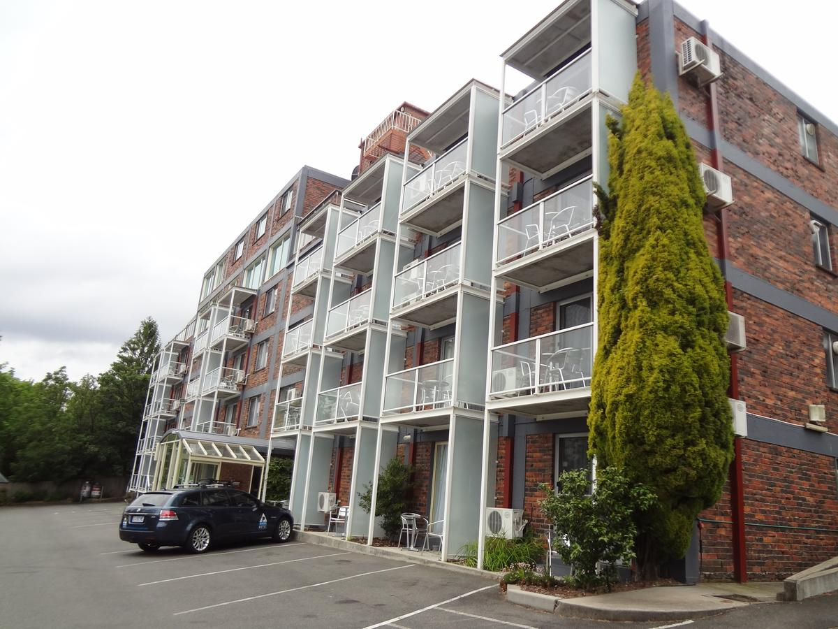Adina Place Motel Apartments - eAccommodation