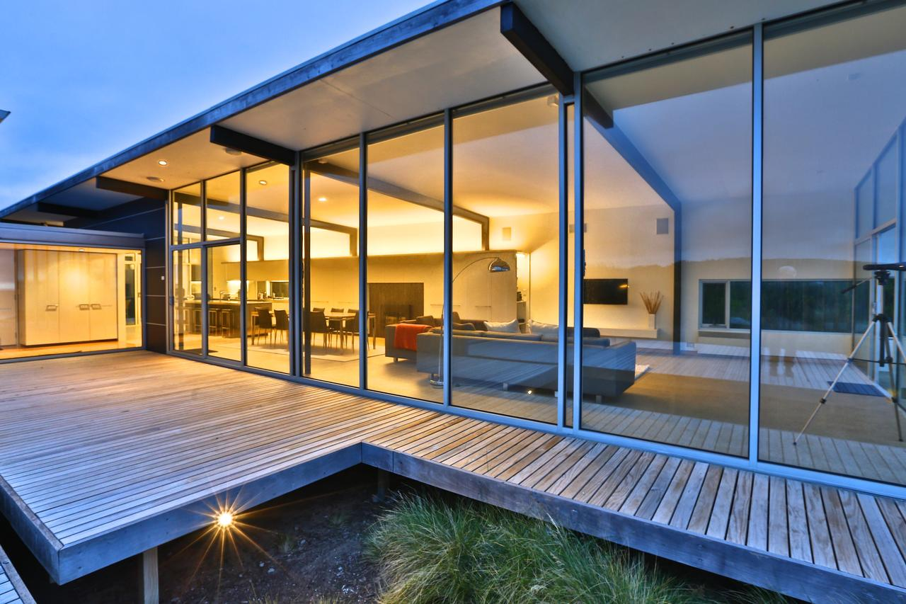 Cloudy Bay Beach House - eAccommodation