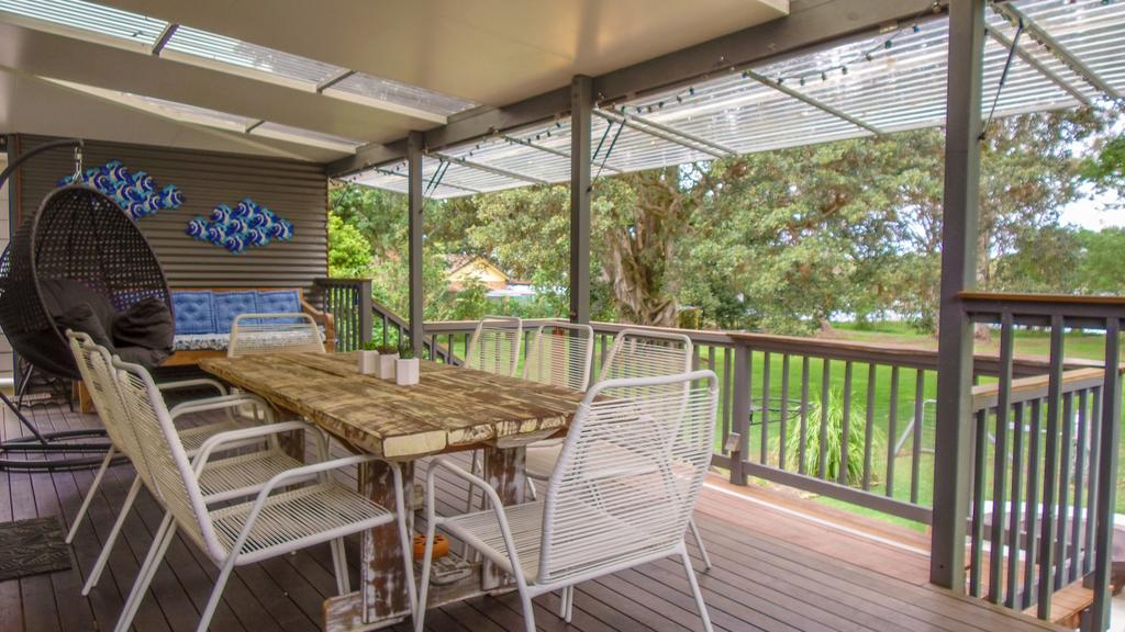 'RIVERSIDE RETREAT' 544 Ocean Drive North Haven - eAccommodation