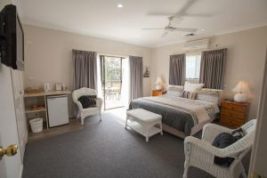 Batemans Bay Manor - Bed and Breakfast - eAccommodation